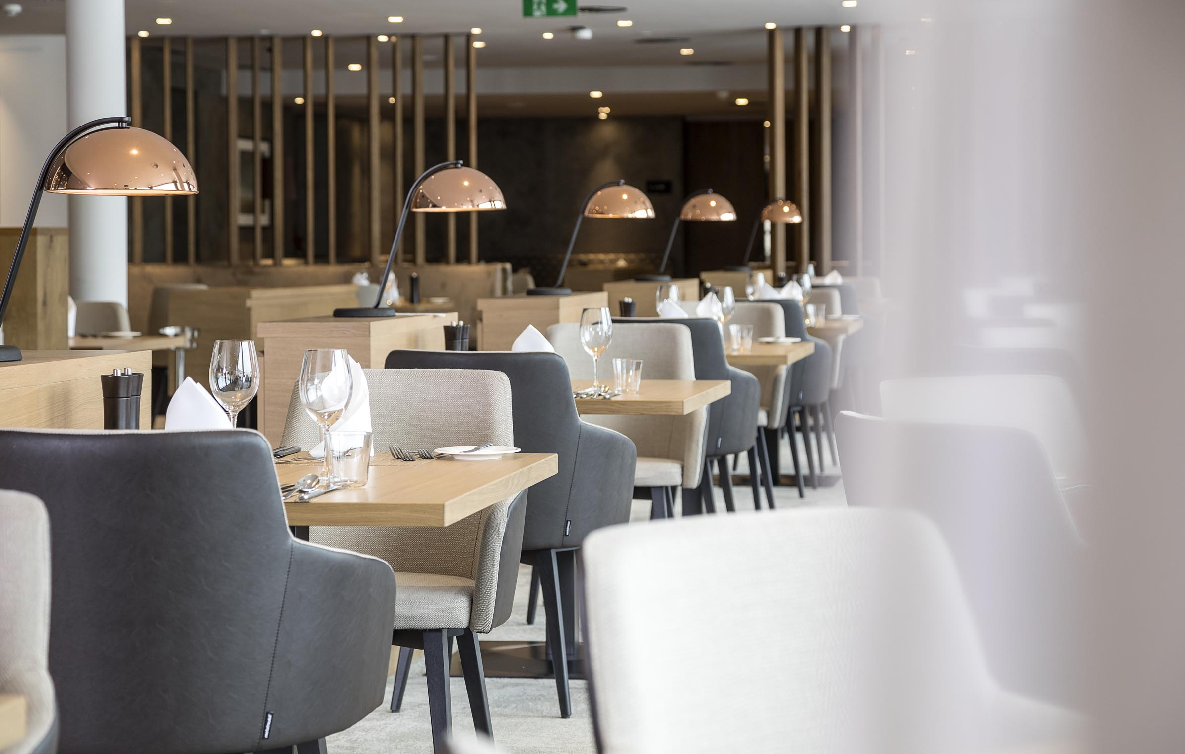 Sporthotel_HoheSalve_restaurant_chairs_tables