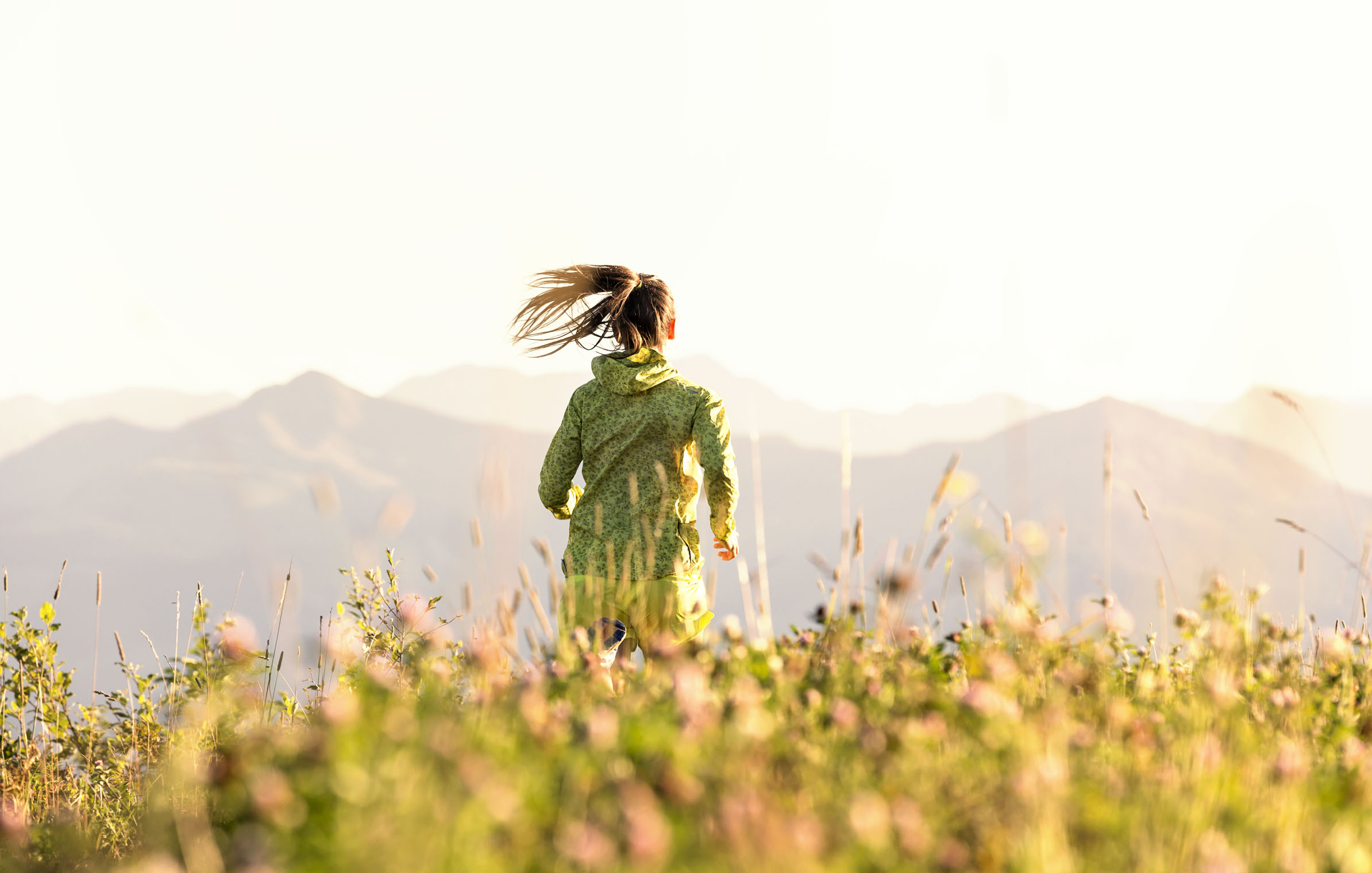 Sporthotel_HoheSalve_running_mountains_tyrol_sunset_flowers Kopie