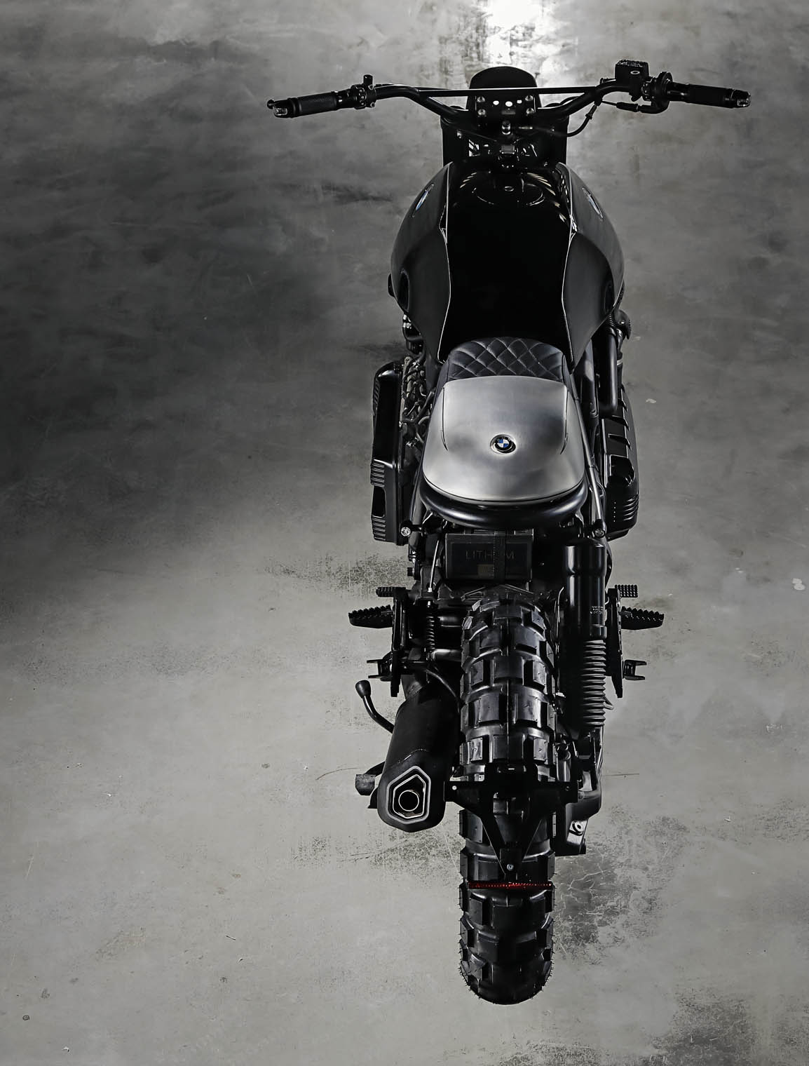 bmw_custom_titan_motorcycles_srambler_bmw_k100_xaver_back