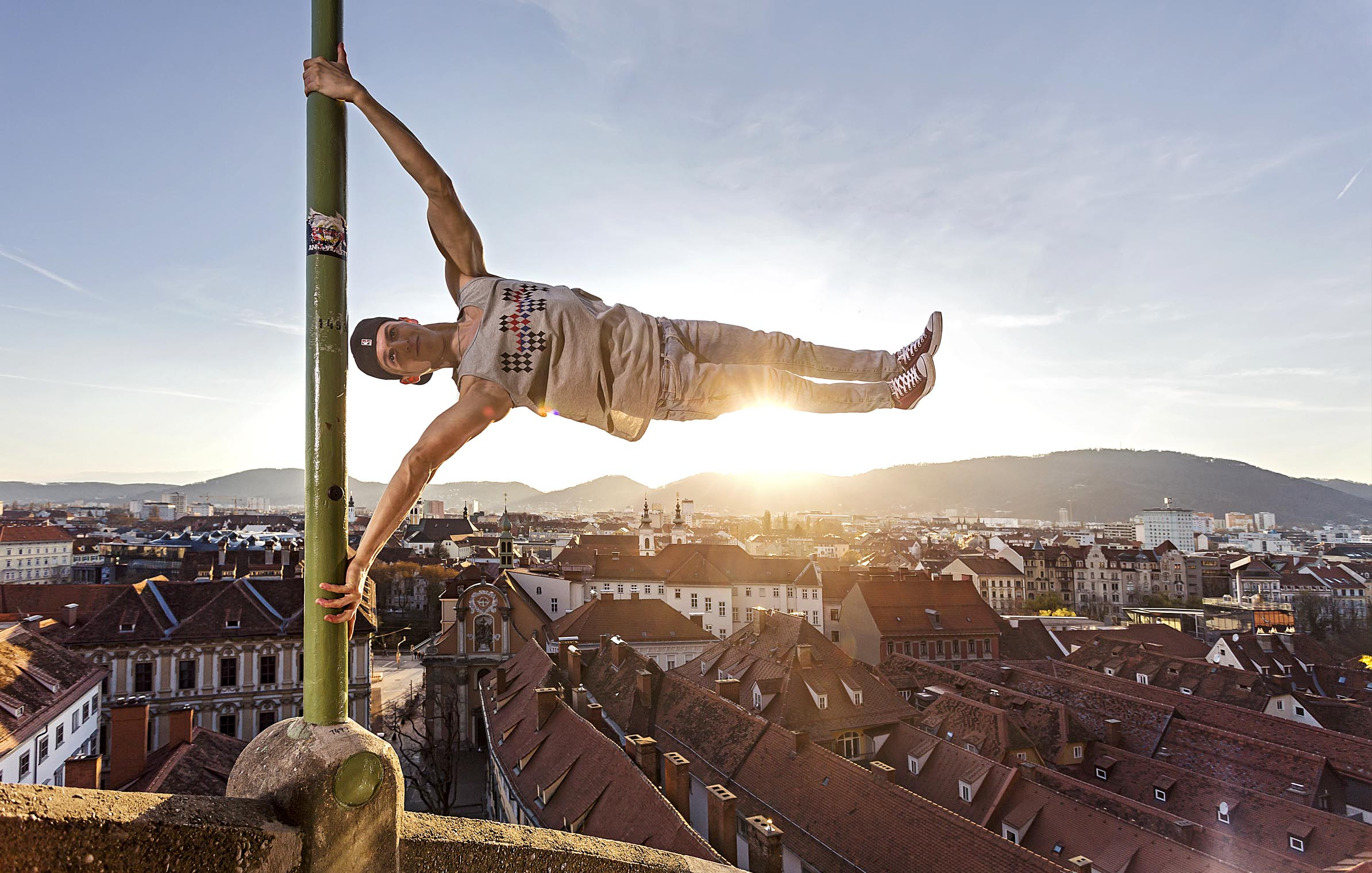 david_gergetz_graz2_schloßberg_human_flag_sunset