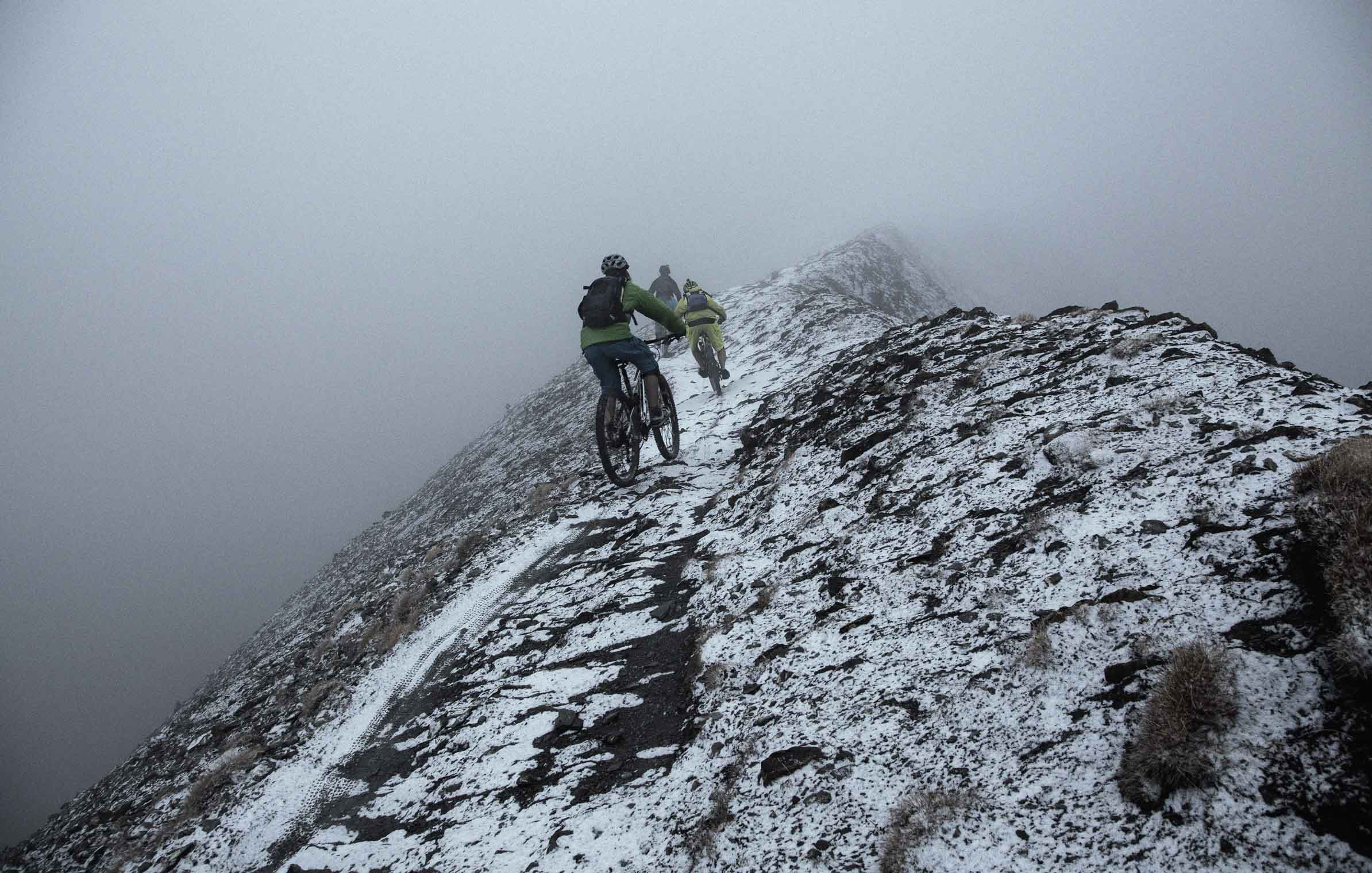 into_the_wild_bike_mountain_adventure_foggy_flims