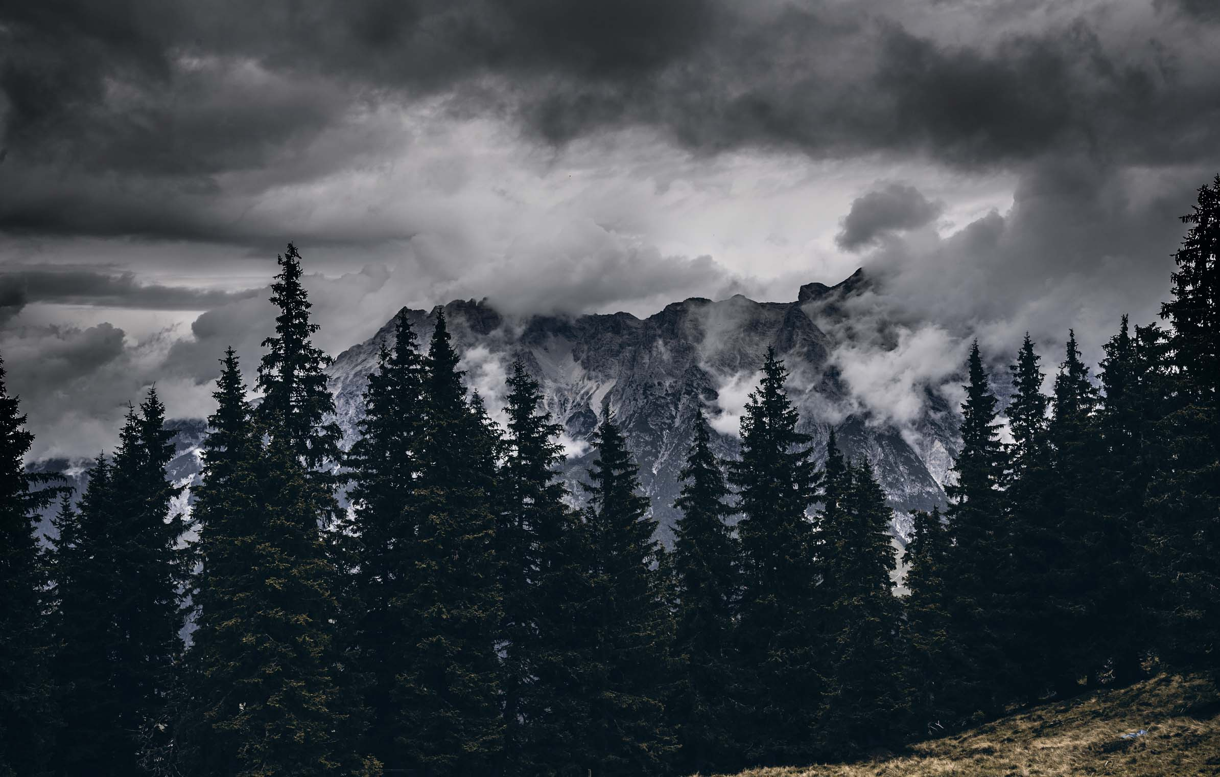 into_the_wild_bike_mountain_adventure_leogang_thunderstorm