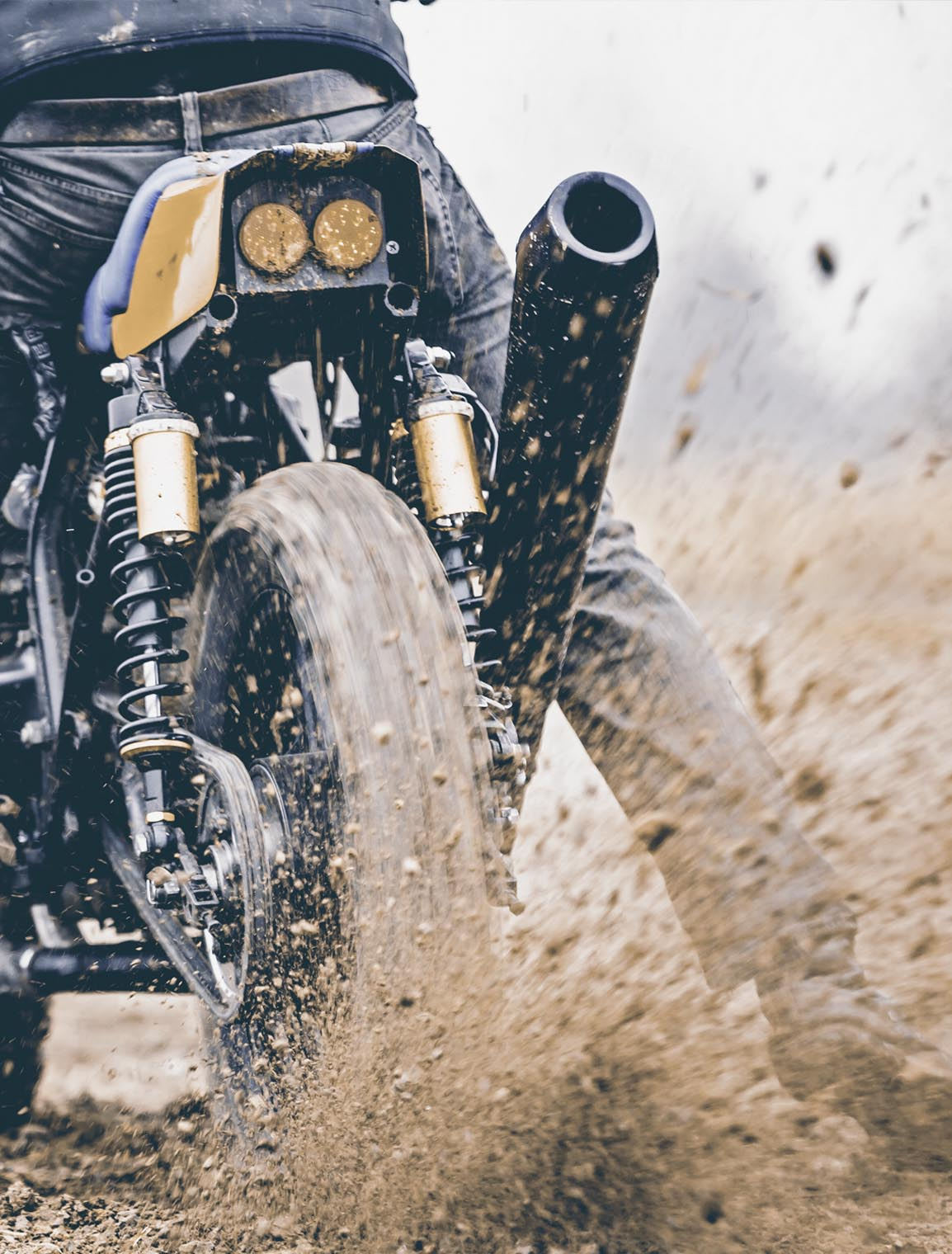 titan_roadtrip_motorcycles_offroad_kawa_dirt_spray
