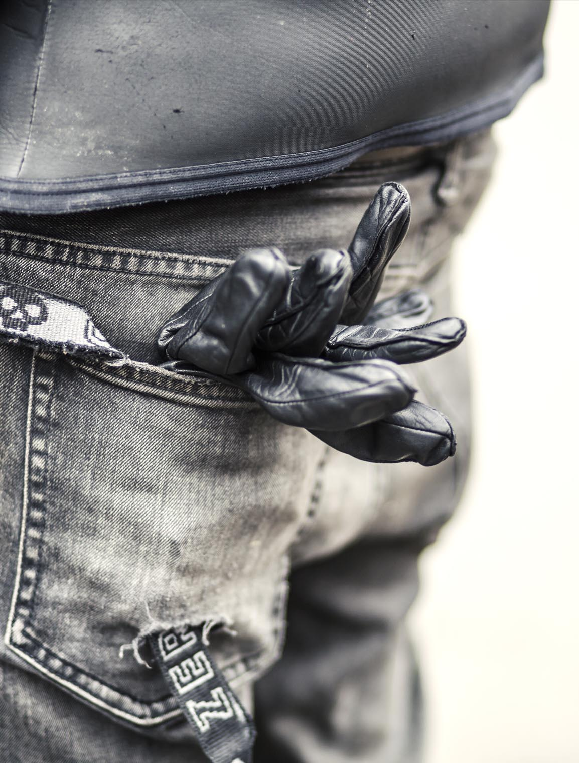 titan_roadtrip_motorcycles_street_jeans_gloves