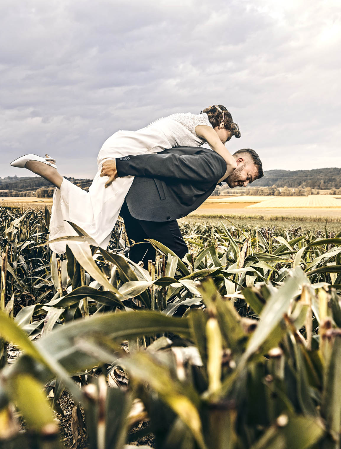 wedding_thomas_simone_bride_corn_field_groom_bräutigam