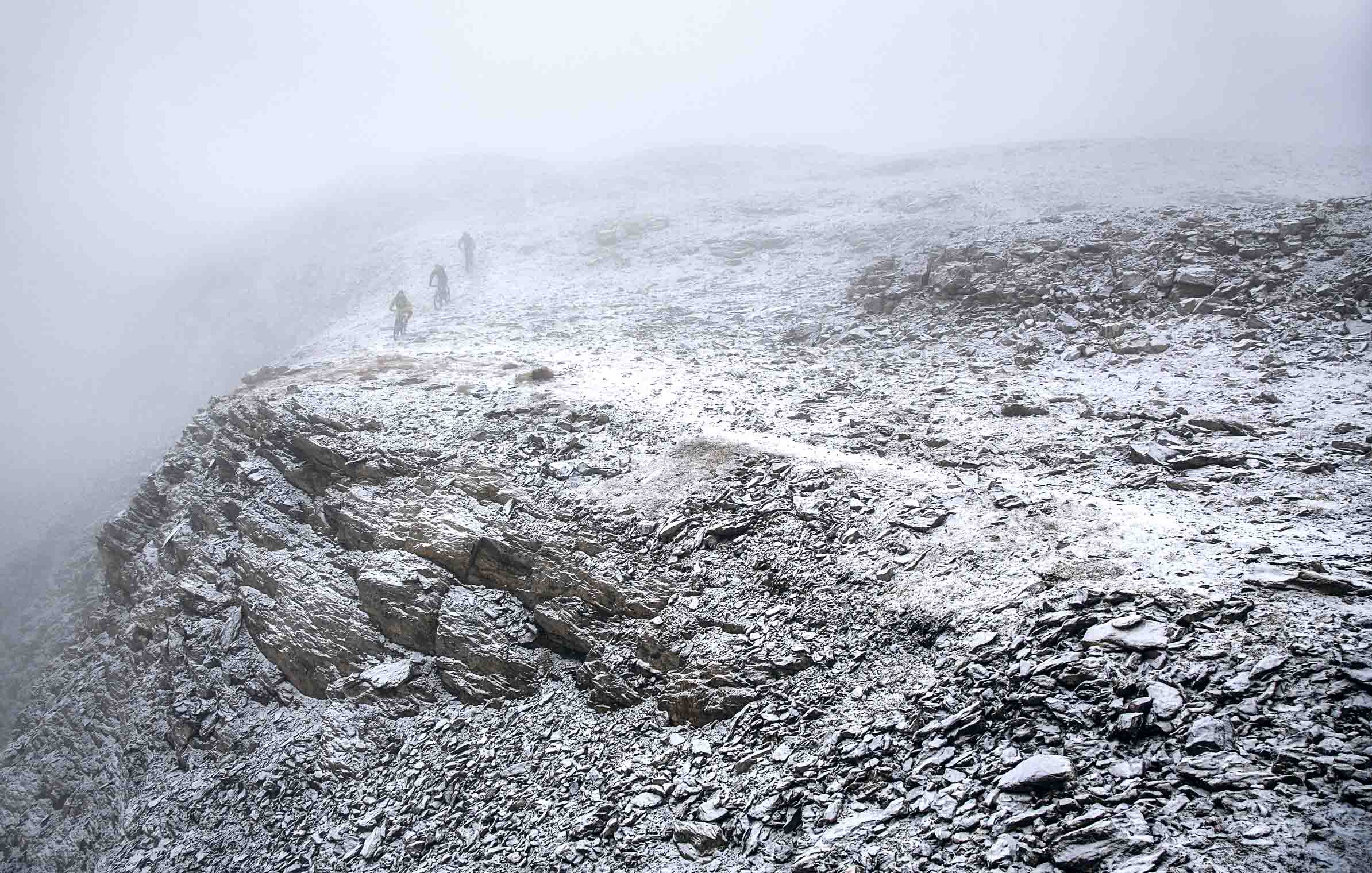 into_the_wild_bike_mountain_adventure_fog_flims_cliffs_adrenalyn_mountainbike