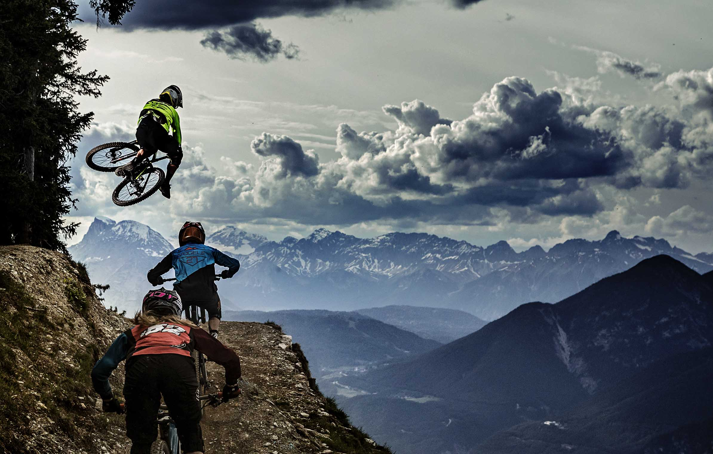 into_the_wild_bike_mountain_adventure_innsbruck_one_footer_matt_walker