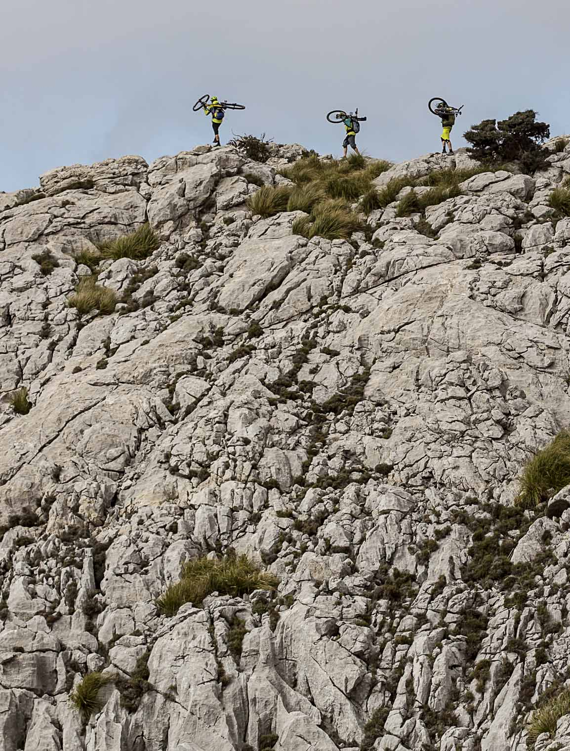 into_the_wild_bike_mountain_adventure_mallorca_hiking