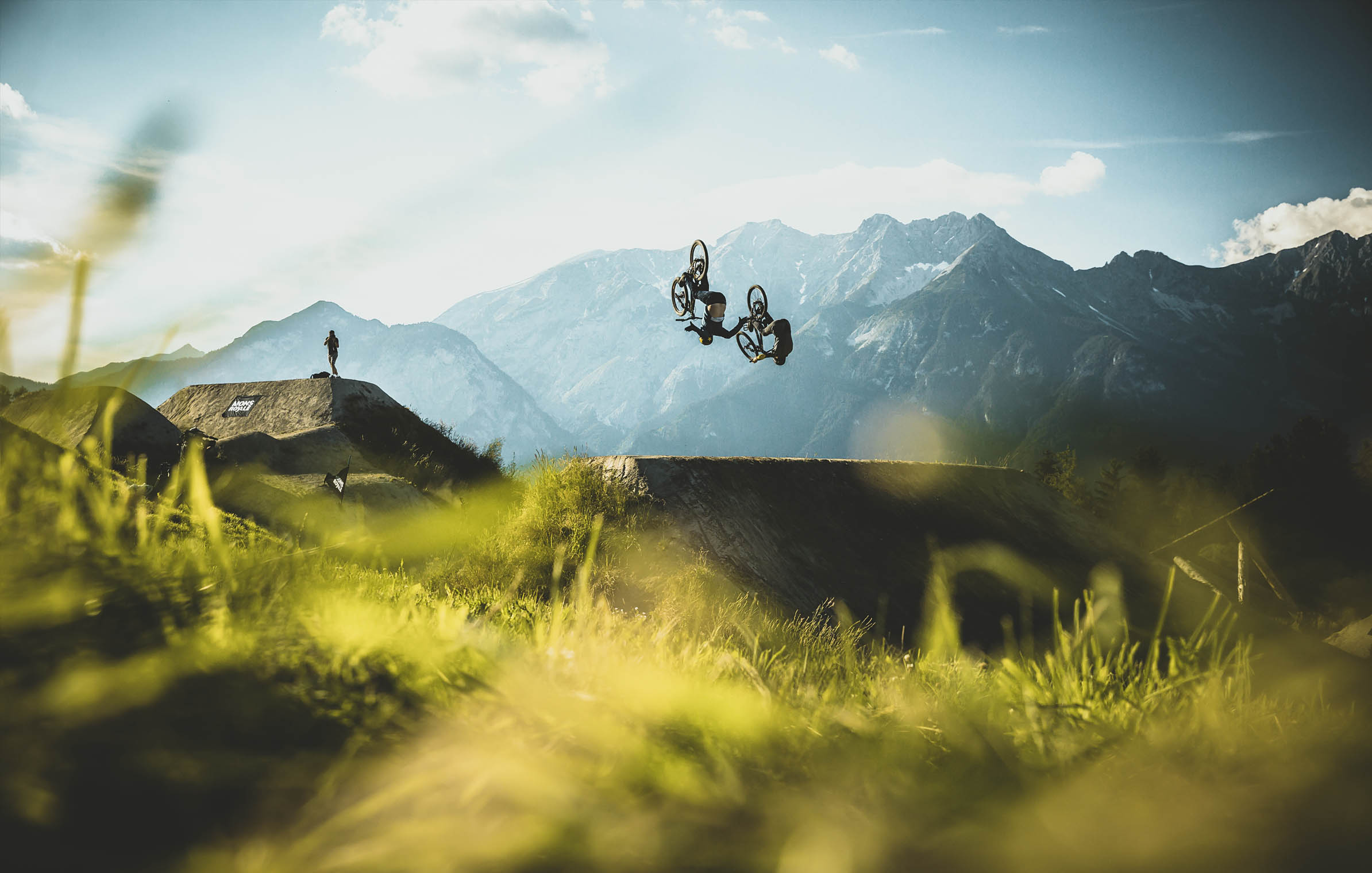 crankworx_dual_speed_and_style_flips_art_jump_mountainbike