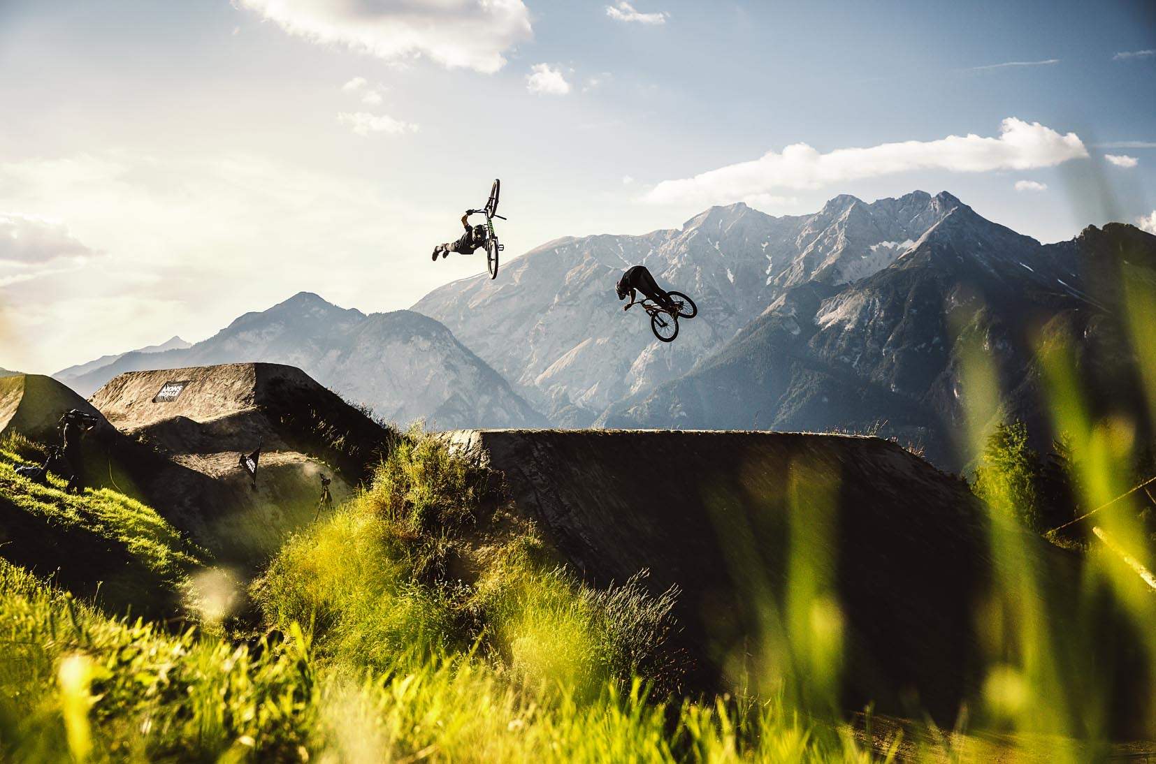 crankworx_dual_speed_and_style_superman_art_jump_mountainbike