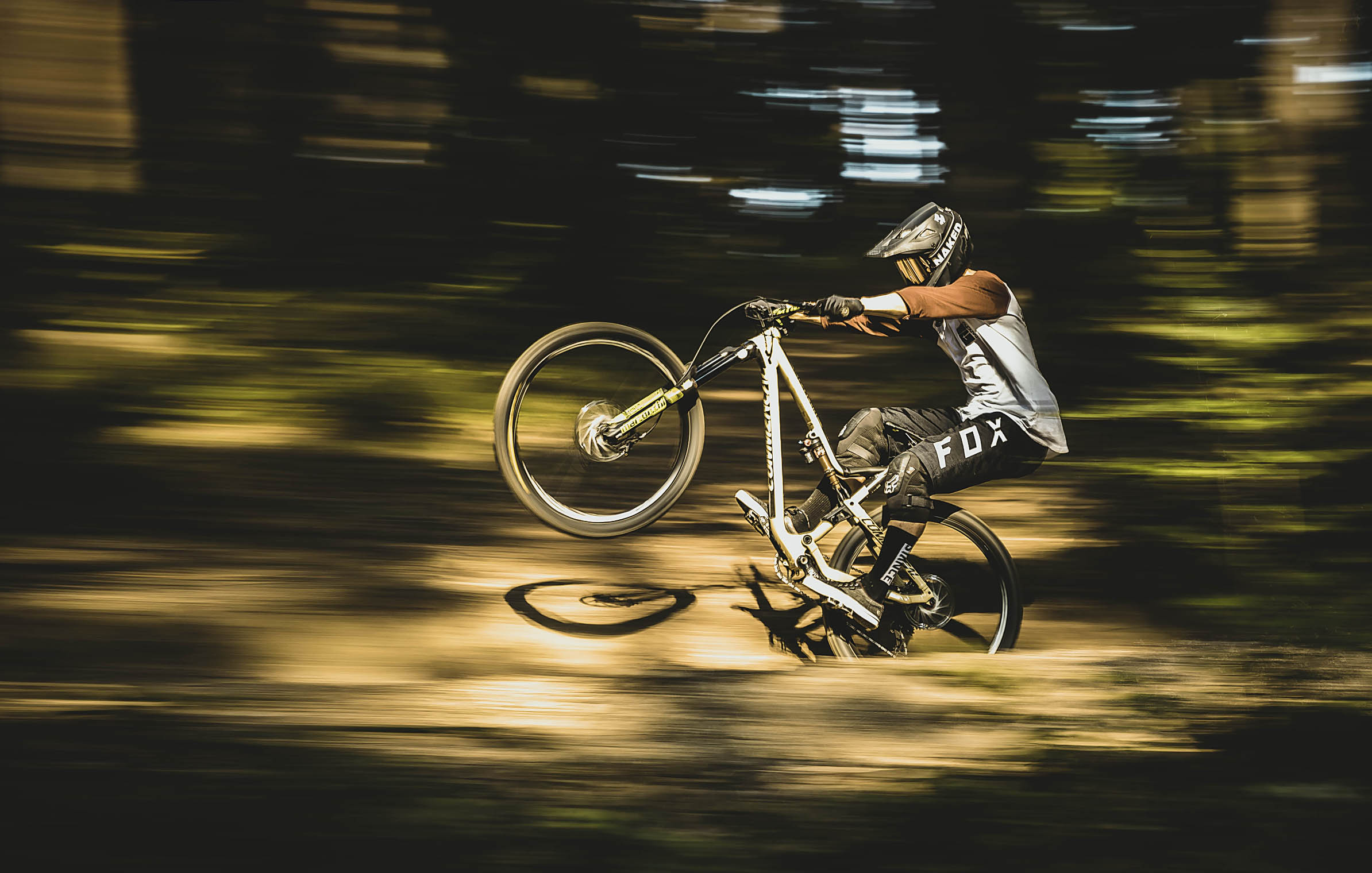 graz_mtb_enduro_california_pascal_Engel_penning_shot_fox_commencal_wheelie