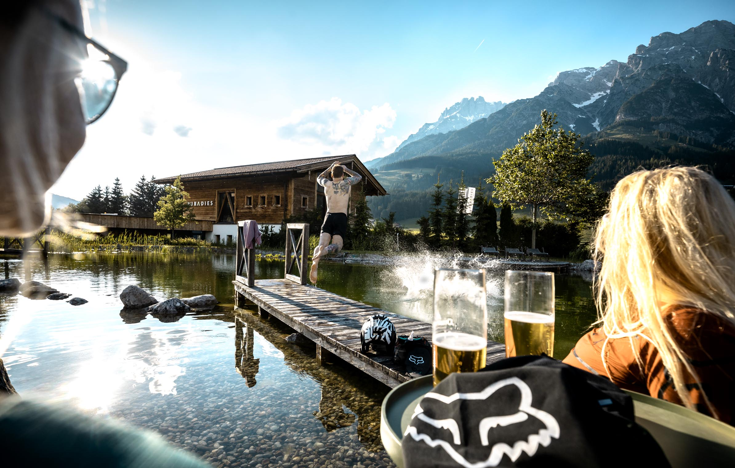 beer_relax_after_ride_downhill_freeride_sunset_bikepark_kids_leogang_epic_austria_steinberge_saalfelden